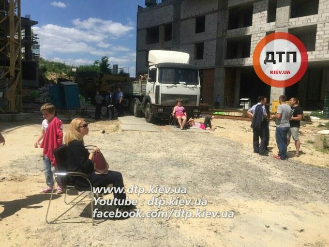 У Києві розгорається новий конфлікт через будівництво, бере участь поліція: з'явилися фото (1)