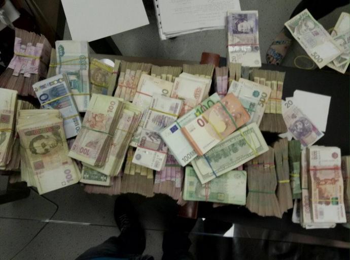 СБУ залишила бойовиків ДНР-ЛНР без київських грошей: опубліковані фото (1)