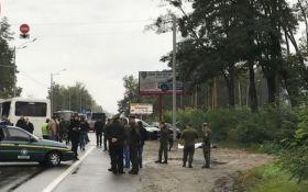 Під Києвом сталася смертельна ДТП з військовими: з'явилося відео з місця