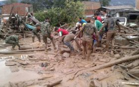 Жертвами масштабного наводнения в Колумбии стали сотни людей: появились фото и видео