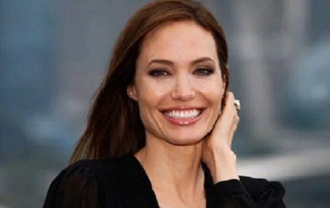 """""""Наша красавица снова расцвела"""": Анджелина Джоли очаровала фанатов стильными образами"""
