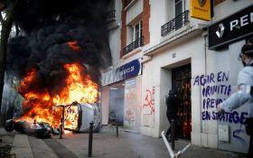 Сожженные авто и сотни арестованных: в Париже вспыхнули беспорядки