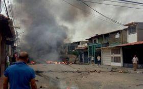 В Венесуэле демонстранты сожгли дом экс-президента Уго Чавеса