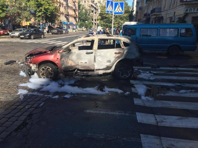 У Києві від вибуху в машині загинув відомий журналіст: з'явилися фото (1)