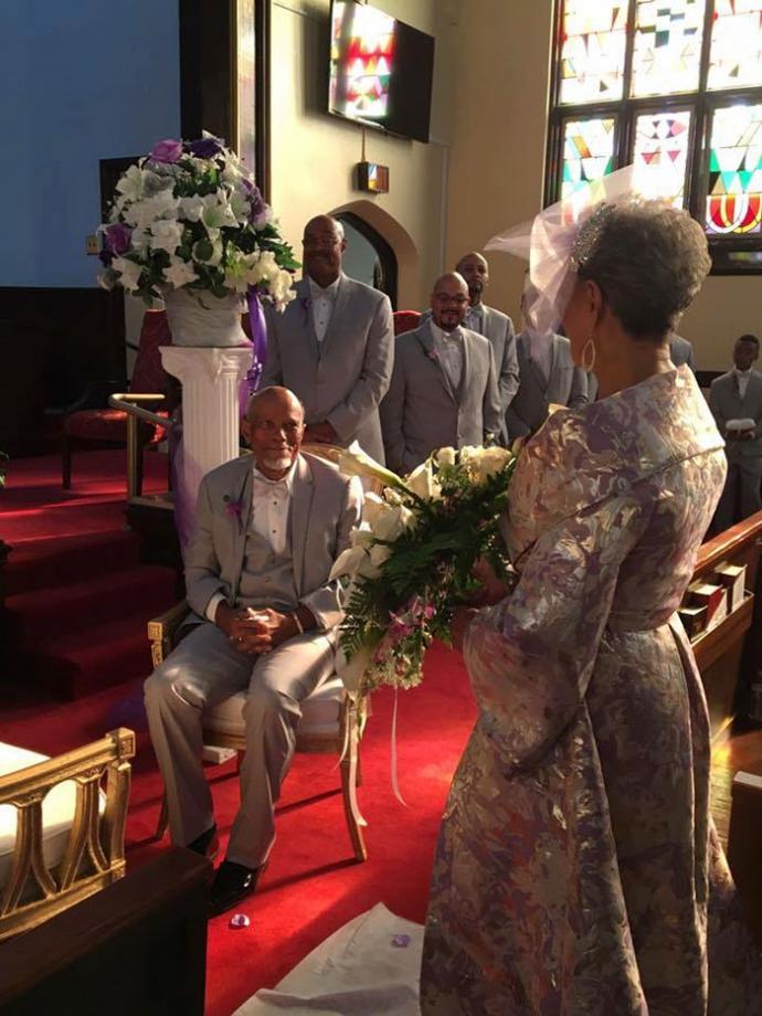 86-річна наречена вразила всіх сукнею власного дизайну: з'явилися фото (1)