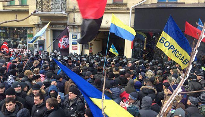 Біля суду між соратниками Саакашвілі і поліцією сталися сутички: з'явилося відео