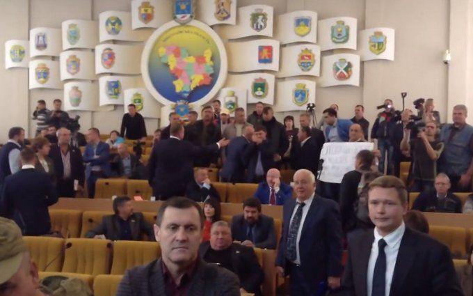 Бійці АТО і депутати ледь не побилися на Миколаївщині: з'явилися відео