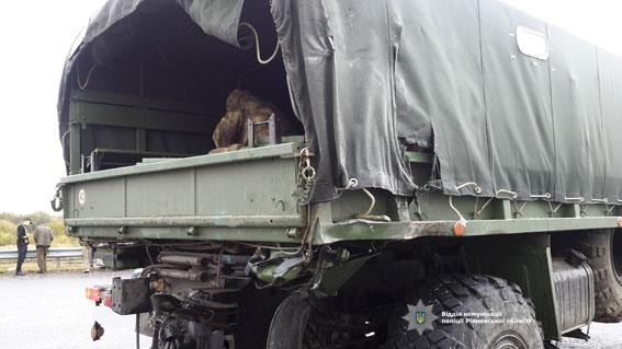 Одразу дві серйозні ДТП з військовою технікою сталися на заході України: з'явилися фото і відео (1)