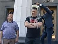 Олег Тягнибок и Богдан Бенюк облились ледяной водой (видео)