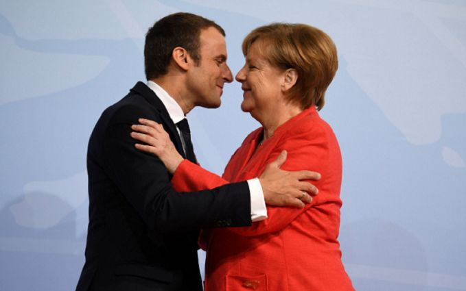 """""""Все знают об их романе"""" Меркель перепутали с женой Макрона"""