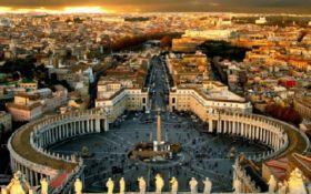 Модель Playboy обнажилась на площади Ватикана - шокирующее фото
