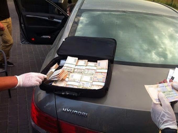 В Одесі на хабарі спійманий високопоставлений чиновник: з'явилися фото (1)