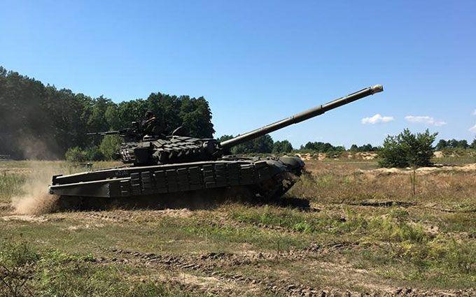 У мережі показали, як міністр оборони навчився їздити на танку: опубліковані фото