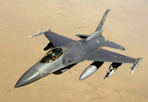 Американський винищувач F-16 потрапив під обстріл талібів в Афганістані