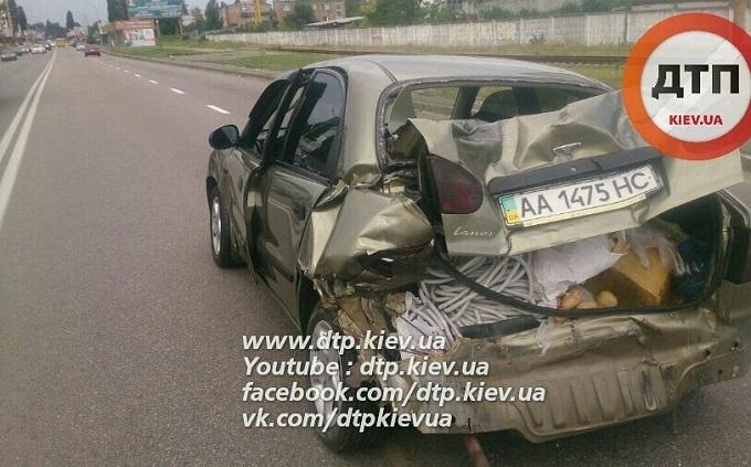 Під Києвом п'яна жінка влаштувала ДТП і спробувала втекти: опубліковані фото і відео