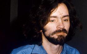 У США помер відомий серійний вбивця Чарльз Менсон
