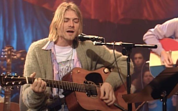 Редкую гитару Курта Кобейна продают - что известно об уникальном лоте