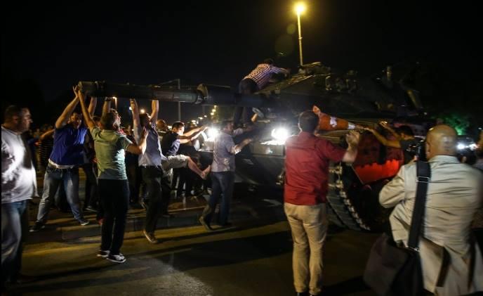 Провальний військовий переворот в Туреччині: хроніка подій, подробиці, найяскравіші фото та відео (26)