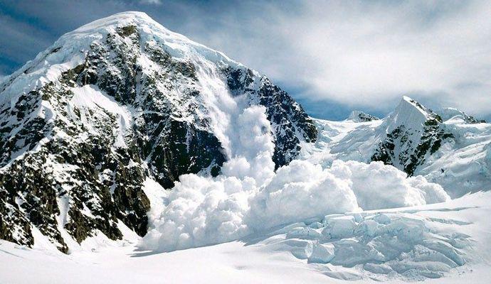 Синоптики попереджають про сильні снігопади і сходження лавин