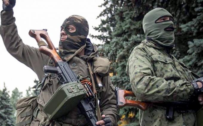 На Донбасі знову обстріляли мирні будинки: опубліковані фото