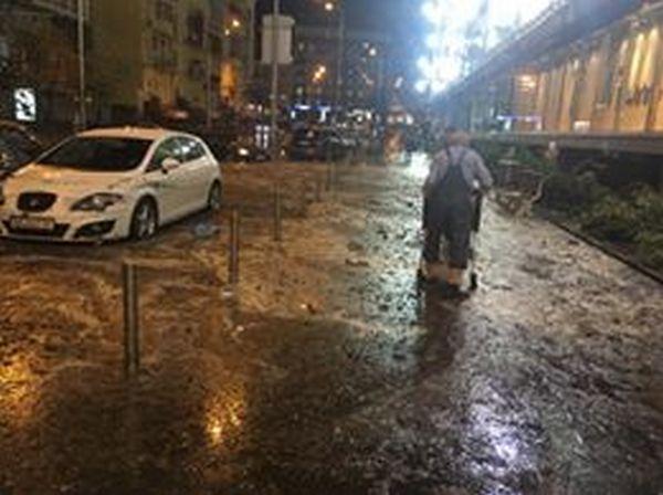 Центр Киева снова затопил ливень: появились жуткие фото и видео потопа (6)