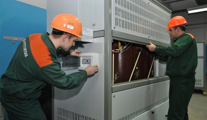Яценюк поручил временно остановить оплату трансформаторов
