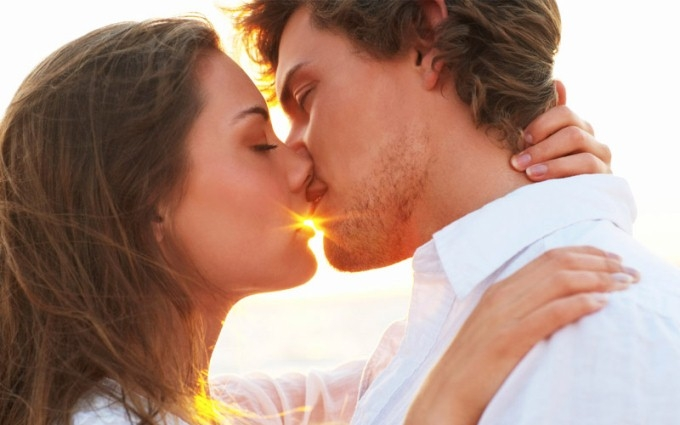 Ученые объяснили, почему люди целуются с закрытыми глазами