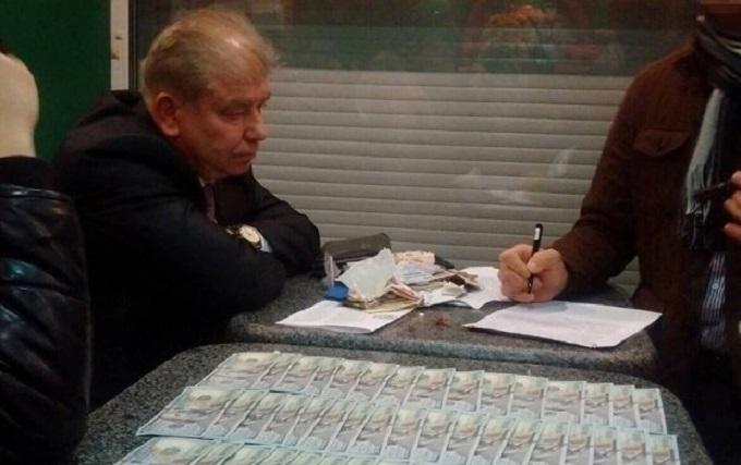 Спіймали прямо на хабарі: СБУ показала відео зі скандальним суддею в кафе