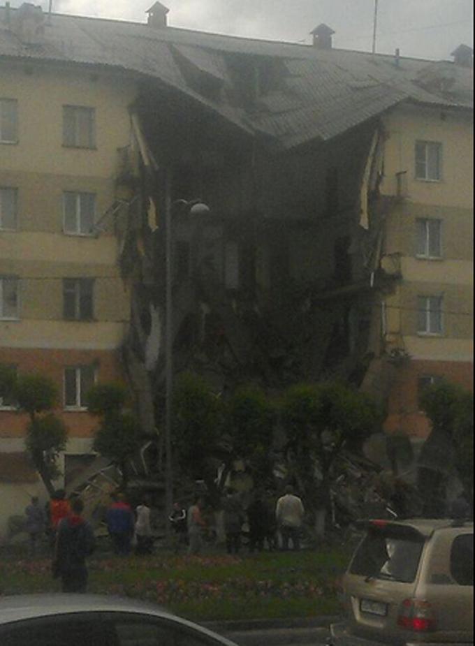 У Росії обвалився житловий будинок: опубліковані фото і відео (1)