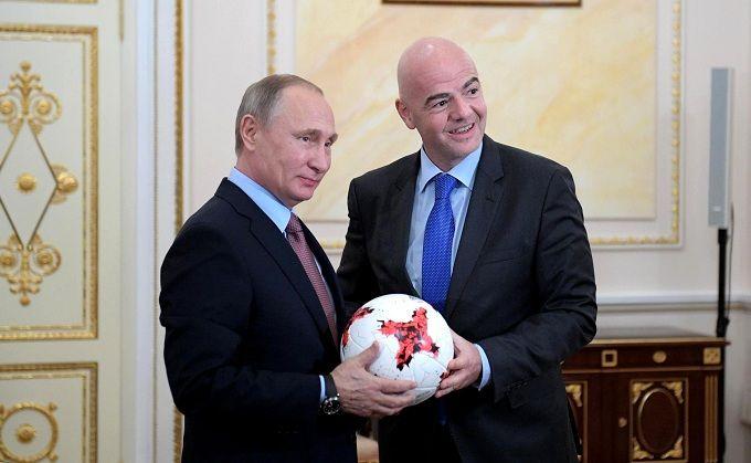 """Скандал на ЧМ-2018: президенту ФИФА напомнили о футболке с надписью """"Путин"""""""
