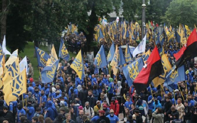 """""""Азов"""" прийшов під стіни Ради: відеотрансляція і всі подробиці"""