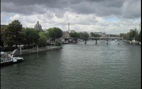 Через сильні дощі в Парижі Сена вийшла з берегів
