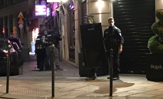 В центре Парижа произошла стрельба: погиб полицейский