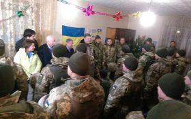 Порошенко зі зброєю на Донбасі порадував мережу: опубліковано фото