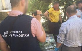 В Чопе трех чиновников горсовета поймали на взятке: появились фото