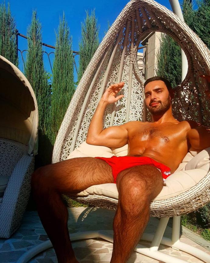 Український співак знову похвалився підкачаним тілом: опубліковані фото і відео (1)
