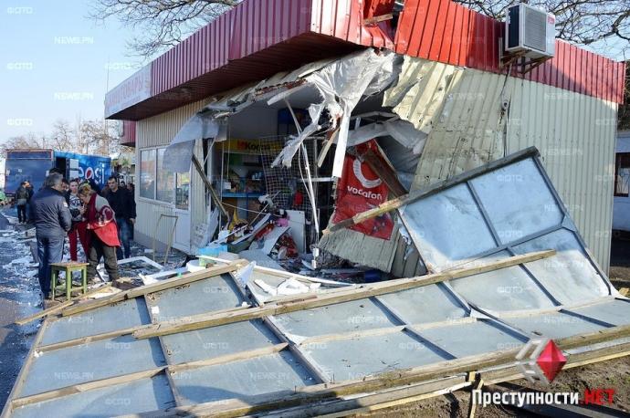В Николаеве произошло смертельное ДТП с военным бензовозом: появились фото и видео (8)
