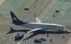 В аэропорту Лос-Анджелеса самолет столкнулся с грузовиком, восемь человек пострадали
