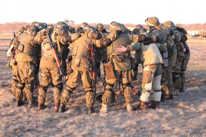 Украинских бойцов заставляли подметать лес, а на базу Нацгвардии пускали кого попало - Цви Ариэли (4)