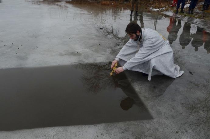 В зоне АТО военнослужащие отпраздновали Крещение (11 фото) (1)