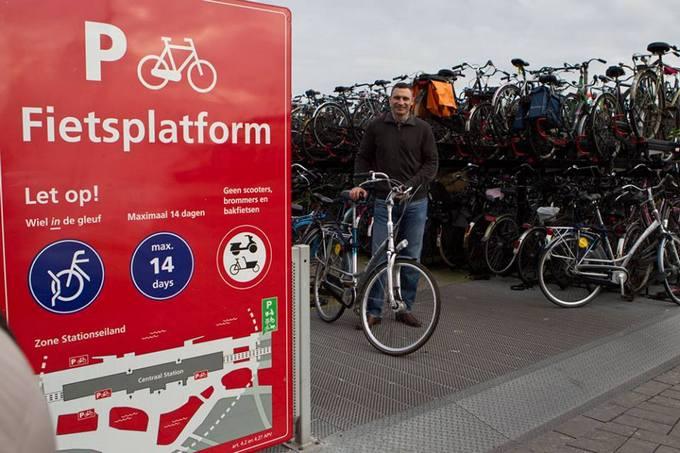 Кличко на велосипеде покатался по Амстердаму: опубликованы фото (1)
