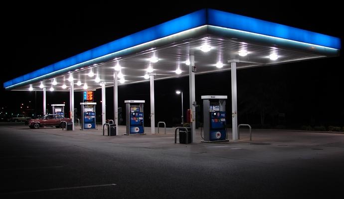 На цену бензина значительно влияет его закупочная стоимость