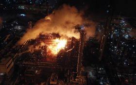 У Калуші горить хімзавод, пожежу ще не загасили: опубліковані моторошні фото і відео