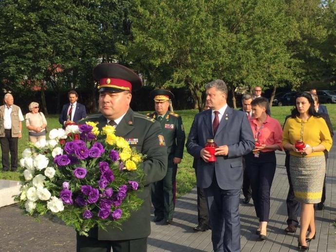 Порошенко у Польщі здійснив резонансний вчинок: опубликовані фото (1)