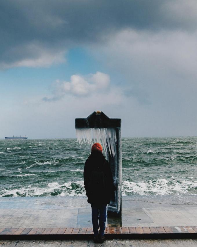 Пляжи Одессы после шторма украсили удивительные сосульки: появились фото и видео (5)