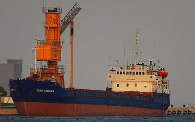 Біля Криму судно з9 українцями наборту зазнало аварії