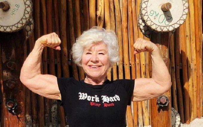 Жінка в 73 роки стала фітнес-моделлю - вражаючі світлини