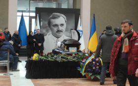 У Києві попрощалися з легендарним футболістом: з'явилися фото і відео