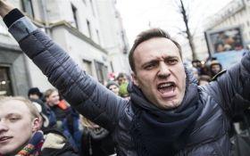 """""""Он нам не царь"""": сторонники Навального митингуют в России, начались задержания"""