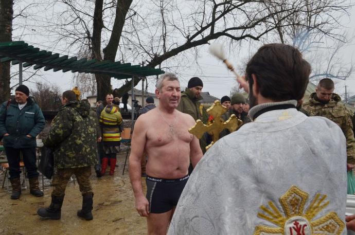 В зоне АТО военнослужащие отпраздновали Крещение (11 фото) (4)